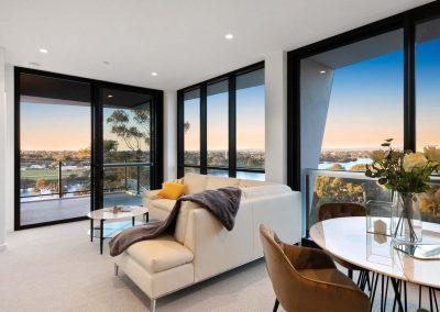 Parallel Riverfront Apartment - Living