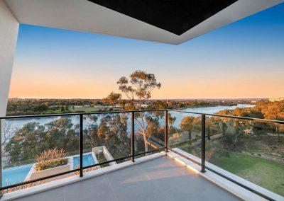 Parallel Riverfront Apartment - Balcony