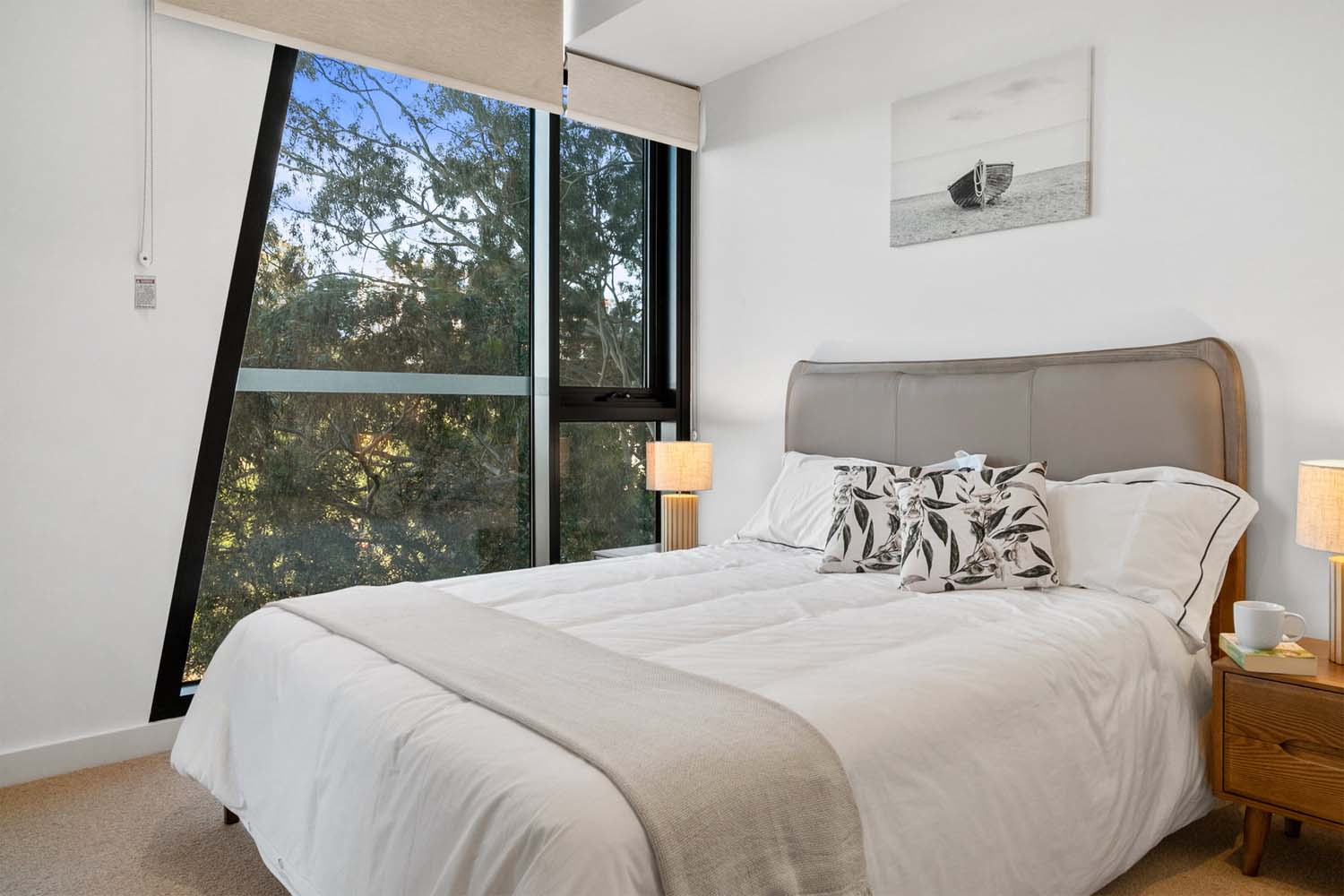 Parallel Riverfront Apartment bedroom