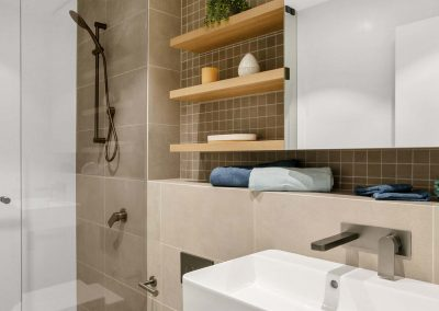 Parallel Riverfront Apartment - Bathroom